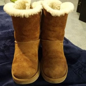 UGG Bailey Bow size 8 boots